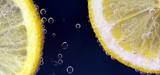 efirnoe-maslo-limona-dlia-volos