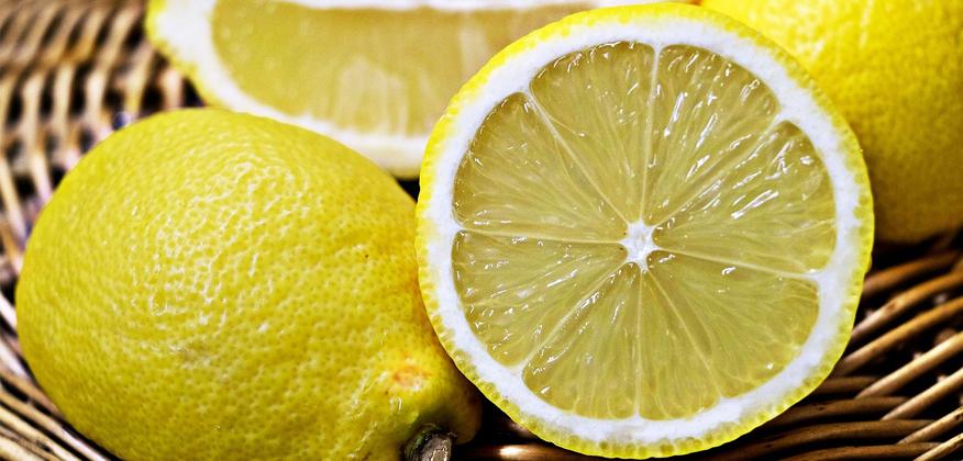 ehfirnoe-maslo-limona-dlya-nogtej